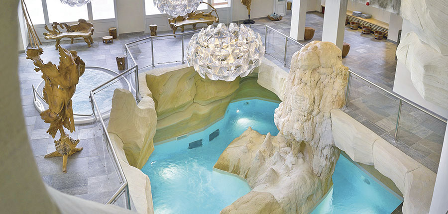 France_Les-Arcs_Le-Village-Apartments_Indoor-pool-Cinq-Mondes-spa.jpg